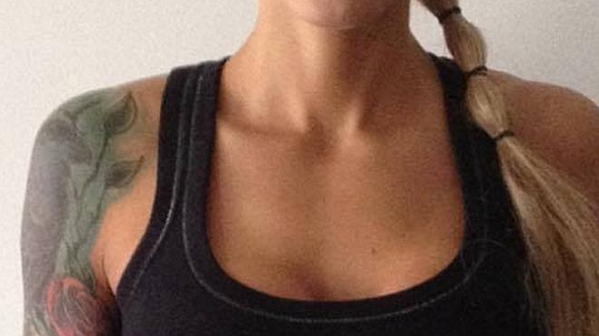 Un gimnasio obliga a una joven a cubrir su pecho por ser demasiado grande