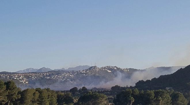 Incendio de la partida Bisserot de Pedreguer, junto a la montaña de la urbanización la Sella