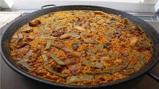 La paella es el plato español más conocido en internet