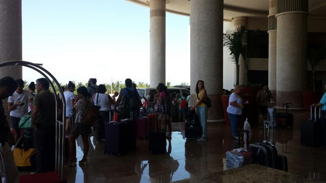 Valencianos atrapados en Cancún