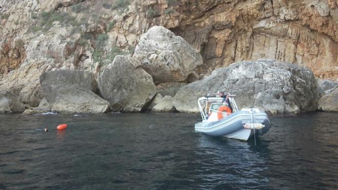 La Policía de Xàbia sorprende a dos hombres cuando pescaban en la Reserva Marina