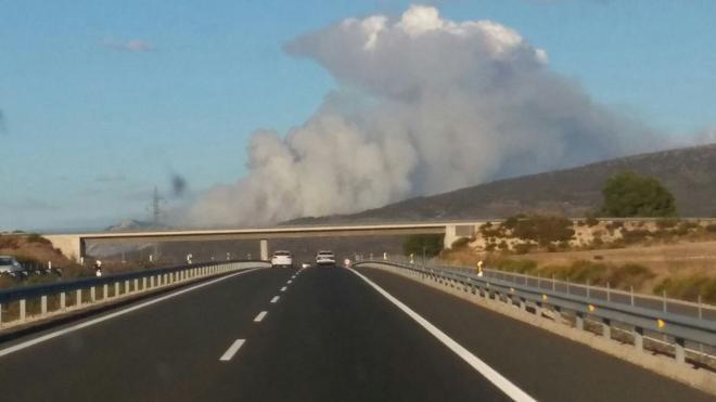 El incendio forestal de Benasau, cerca de Alcoy, estabilizado
