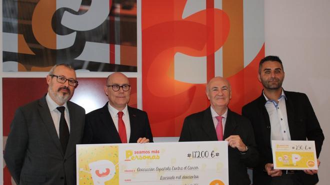 Consum dona 17.200 euros de los consejos para ser «mejor persona» a la AECC