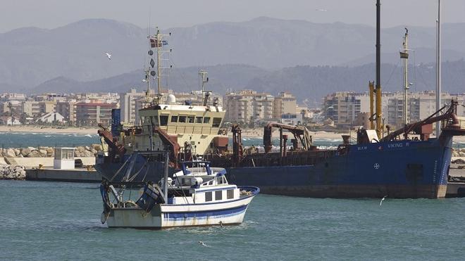 Gota fría en Valencia | Cerrado al tráfico marítimo el puerto de Gandia