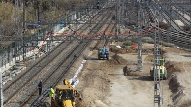 La reducción del tiempo de viaje en tren a Barcelona se retrasa hasta 2018