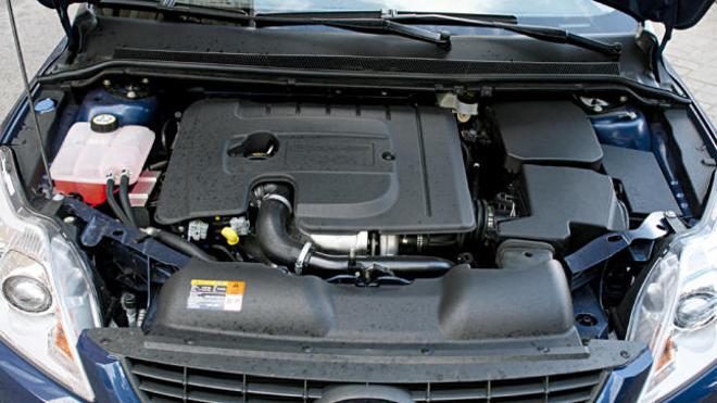 ¿Por qué hay que dar un golpe en el capó antes de arrancar el coche los días de frío?