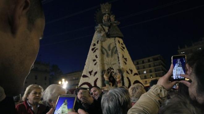 La Virgen atrae a la multitud