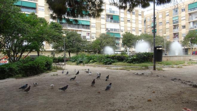 Los vecinos de Marxalenes piden que se arregle el parque de la plaza Joaquín Dualde