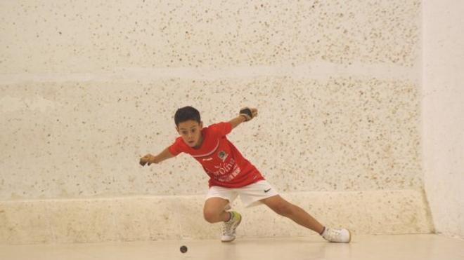 Los niños podrán aprender a jugar a pilota con Genovés como padrino