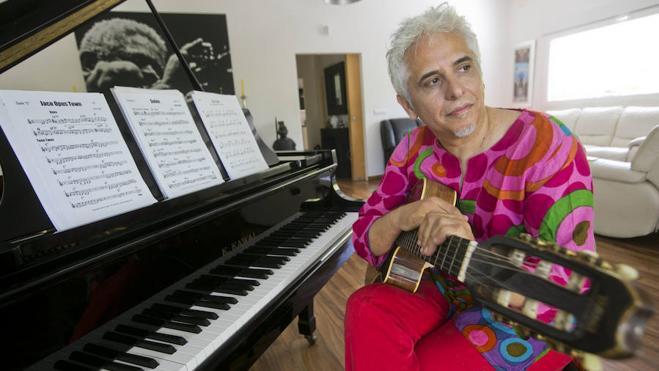 «De adolescente disfrutaba más con mi guitarra que en las tascas del Carmen»
